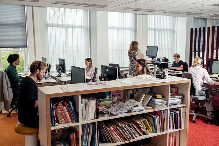 Een callcenter waar bron- en contactonderzoek wordt gedaan. Beeld Jakob Van Vliet