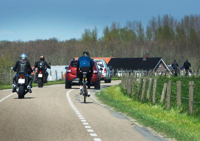 Motoren op de dijk in Amerongen.