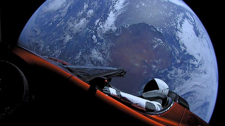 Elon Musk schoot vorige maand een Tesla de ruimte in, een marketingstunt die kan tellen. Beeld Photo News