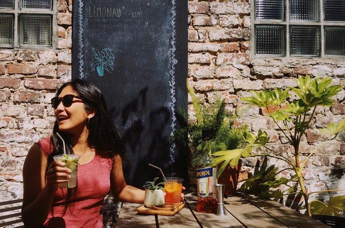 Bij Stek in de Nederkouter zit je goed voor cocktails, verse sappen, milkshakes en koffie om mee te nemen.