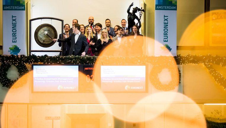 De eerste beursdag van het nieuwe jaar werd geopend met een slag op de gong door Triodos Investment Management. Beeld anp