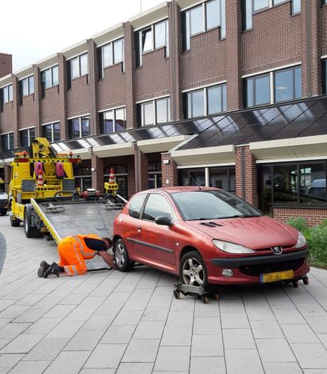 Auto rijdt in op stadhuis Harderwijk: wat weten we tot nu toe?