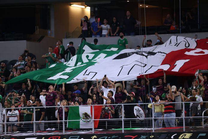 Mexicaanse fans tijdens het oefenduel met IJsland.