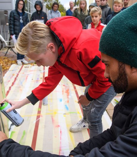 Workshop graffiti spuiten in Nijverdal: 'Ik was vroeger ook zeker geen heilig boontje'