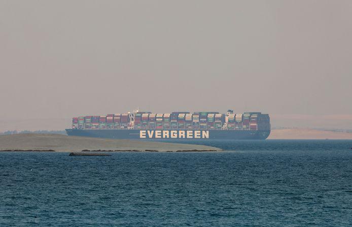 De Ever Given ligt vast op het Grote Bittermeer in Egypte, nu vanwege juridische procedures