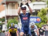 Tim Merlier snelt met onweerstaanbare sprint naar winst in tweede Giro-etappe