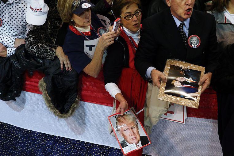 Trump-fans wachten de Republikeinse presidentskandidaat op in Biloxi, Mississippi.  Beeld Getty Images