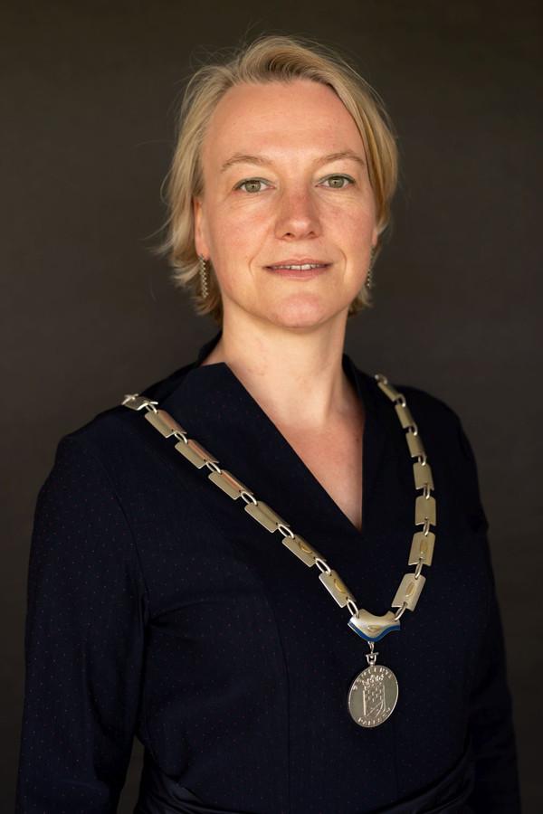 Erica van Lente, sinds januari 2019 burgemeester van Dalfsen, wil zich vanaf 1 februari 2020 laten assisteren door een kinderburgemeester.