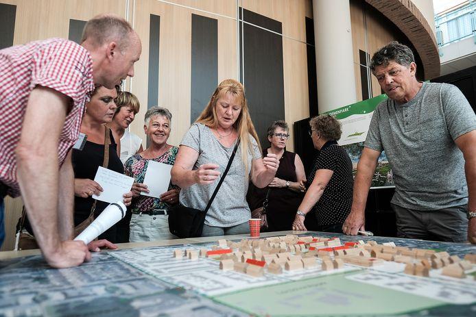 Bewoners van de Bloemenbuurt buigen zich over de plannen rond de renovatie van de wijk. Archieffoto ter illustratie.