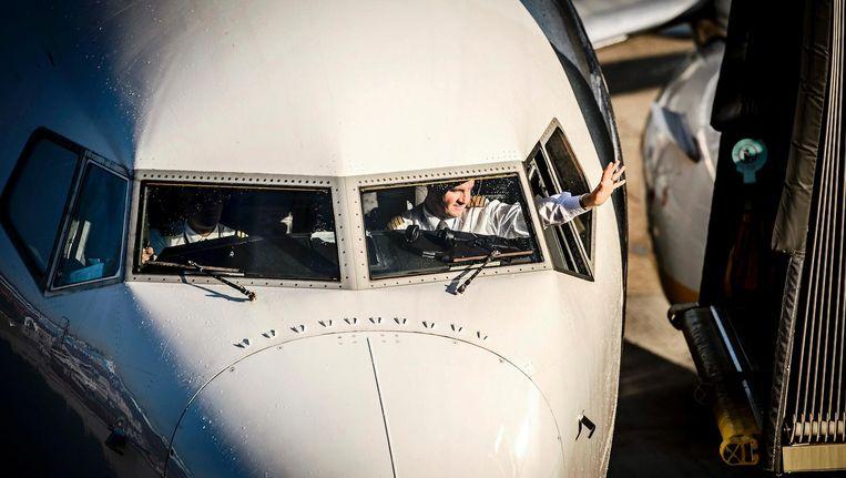 Een toestel van Ryanair na de landing op Schiphol. Beeld anp