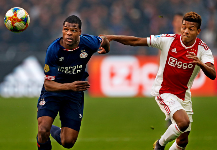 Denzel Dumfries (PSV) en David Neres (Ajax).