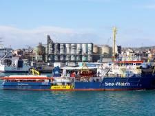 Migrantenschip van Meppelse kapitein op Nederlands verzoek aan de ketting: 'dit is migratiepolitiek'