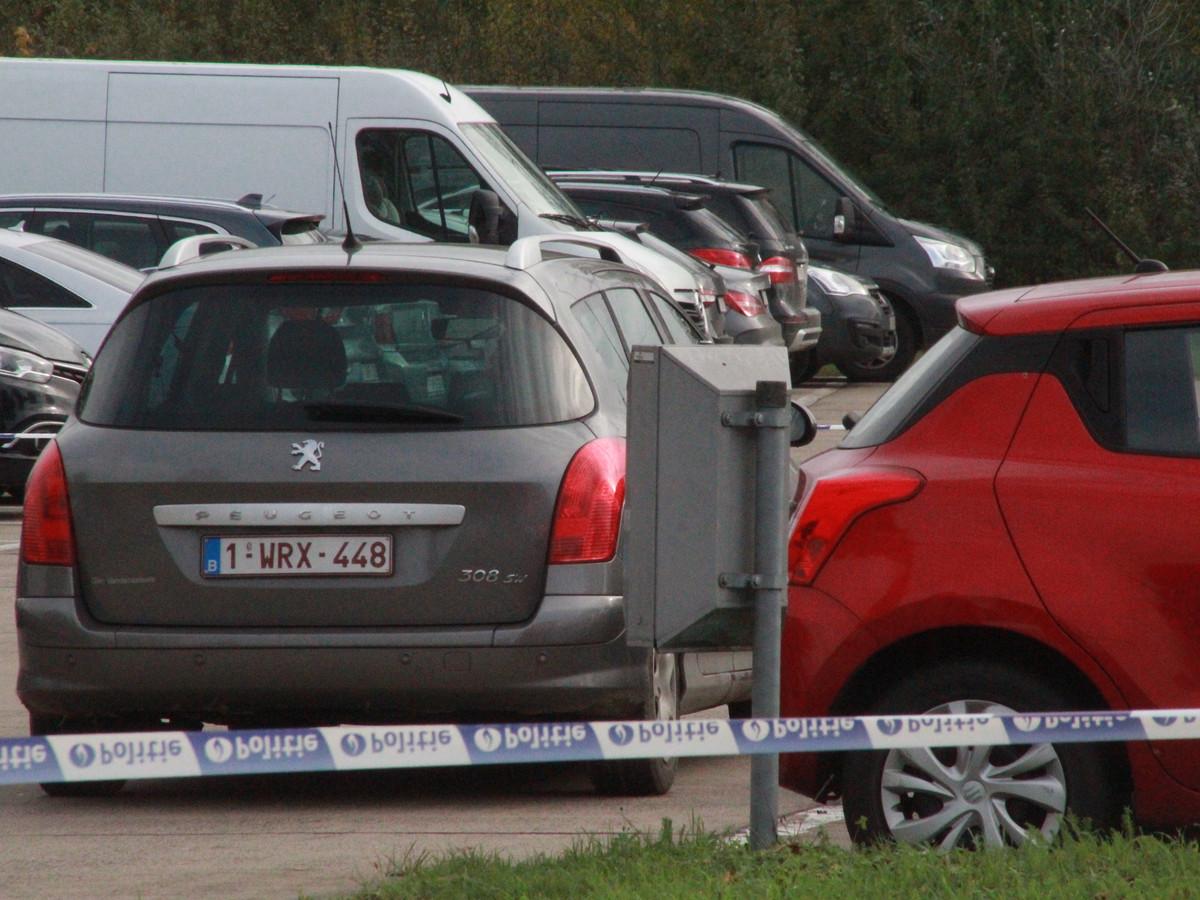 Dader Ridouan O. (39) reed uiteindelijk met de Peugeot 308 SW van zijn slachtoffer naar de carpoolparking langs de Vichtsesteenweg in Deerlijk, waar hij zich liet inrekenen.