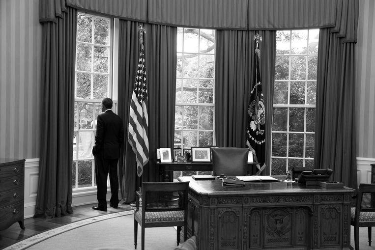 Obama in the Oval Office terwijl hij wacht op de minister van Buitenlandse Zaken om de situatie in Syrië te bespreken. <br /><br /> Beeld The White House / Pete Souza