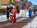 Deelnemers aan de illegale Groesbeekse carnavalsoptocht.