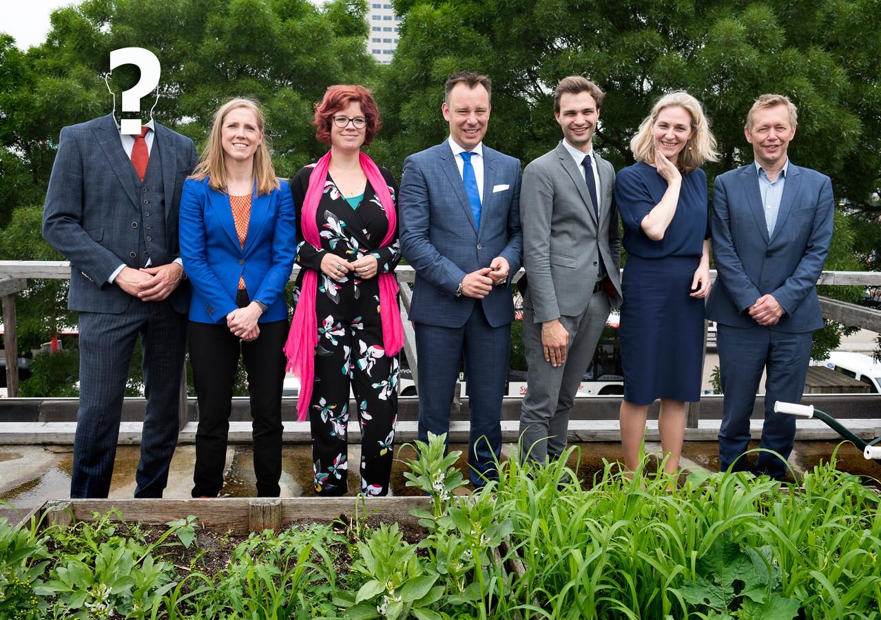 Van links naar rechts: scheidend wethouder Victor Everhardt (D66), Lot van Hooijdonk (GL), Linda Voortman (GL), Klaas Verschuure (D66), Maarten van Ooijen (ChristenUnie), Anke Klein (D66) en Kees Diepeveen (GL).