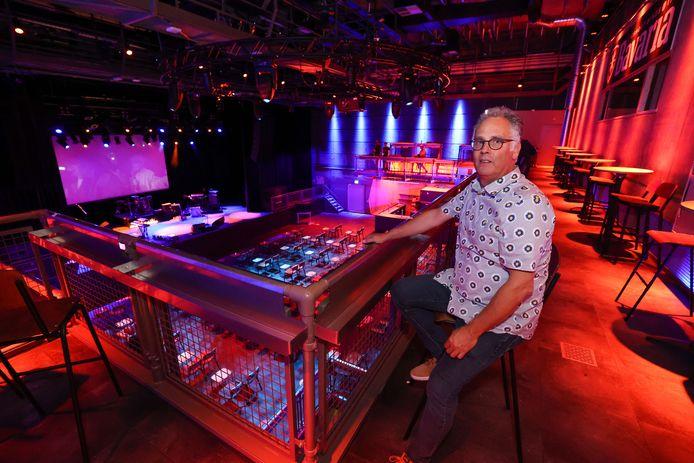 Directeur Jos Feijen van de Effenaar op de nieuwe aanwinst van het popcentrum, het balkon dat ruimte biedt aan 150 tot 200 bezoekers.