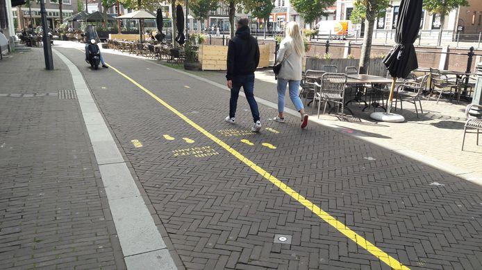 Maak een wandeling: het centrum van Breda geven gele lijnen de looproute aan.