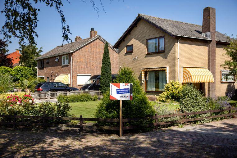 Een huis verkocht onder voorbehoud in Burgh Haamstede. Beeld Ramon van Flymen/ANP