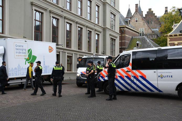 Binnenhof afgezet om demonstranten te weren.