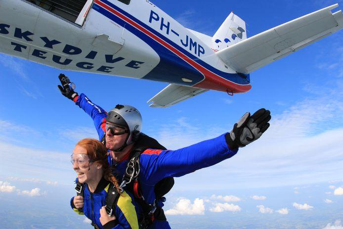Omwonenden ervaren al jarenlang hinder van de vliegtuigjes die parachutespringers vanaf Teuge omhoog brengen.