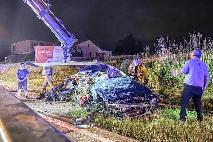 De chauffeur en de passagiers van deze auto raakten als bij wonder slechts lichtgewond.