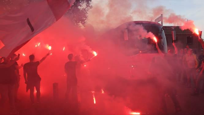 Tientallen supporters zwaaien Helmond Sport uit voor derby tegen FC Eindhoven