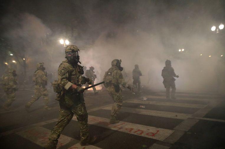 Federale agenten kwamen gisteravond in actie in Portland. Beeld REUTERS