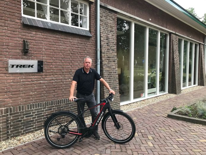 Jan ten Tusscher met speed pedelac, een snelle e-bike, die niet terug werd gebracht na de proefit.