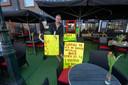 Kroegbaas Rik Vinke van cafe Eigenwijs maakte in februari dit jaar uit protest van zijn terras een parkje.