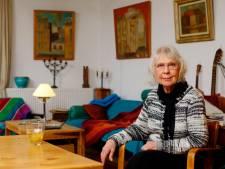 Jet (86) verloor schilderijen van haar vader in opslagbrand: 'Veilig opslaan is onzin'