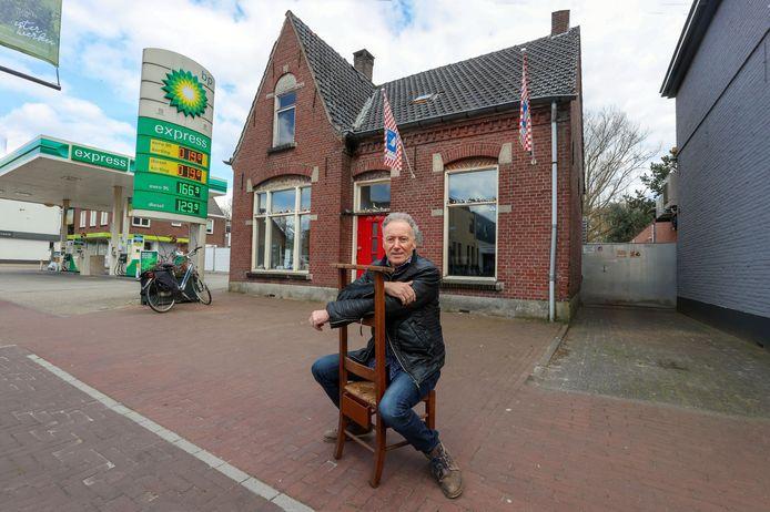 Het goede doelen-winkeltje van Joop Kessels maakt plaats voor de nieuwe AH in Heeze.