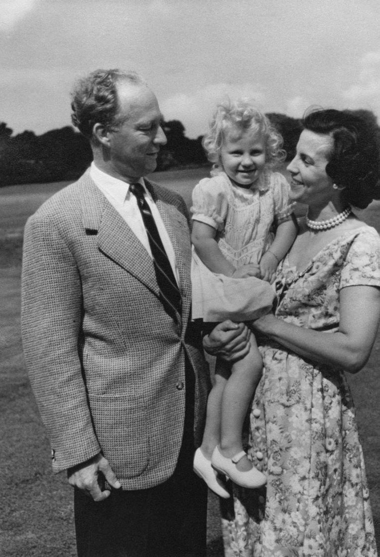 Marie-Christine met haar moeder Lilian Baels en haar vader Leopold III: 'Ik denk dat de breuk tussen Boudewijn en mijn ouders alleen te wijten was aan jaloezie tussen twee vrouwen met een sterke wil. Ze wilden allebei in het zonnetje staan, en de ene heeft de andere buitengewerkt.' Beeld Getty Images