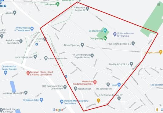Het gebied in Doetinchem waar de noodverordening geldt zaterdagavond.