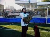 """Argentijnse zanger en dolle fans begeleiden Maradona naar laatste rustplaats: """"Diego! Diego!"""""""