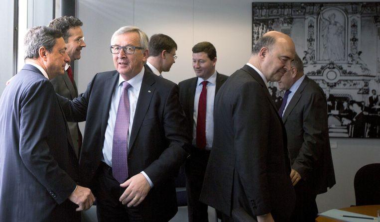 Vlnr. ECB-voorzitter Mario Draghi, eurogroepvoorzitter Jeroen Dijsselbloem, Commissievoorzitter Jean-Claude Juncker en Europees Commissaris voor Economie Pierre Moscovici.