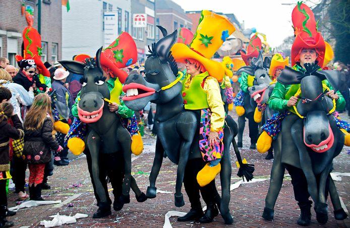 Een foto uit de oude doos: carnaval in Dongen in 2012 met De Grootbroeken. Eén ding is zeker: zo zal het carnaval er volgend jaar niet uitzien.