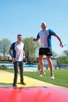 Opgeknapt zwembad De Welters in Wijhe opent met rookverbod en nieuw springkussen
