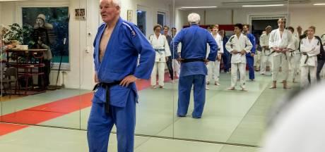 Deventer judoleraar stopt na 55 jaar met lesgeven: 'Judo betekent respectvol met elkaar omgaan'