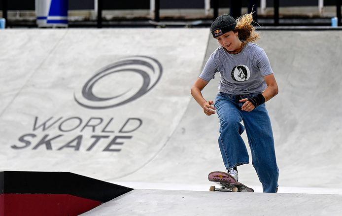 Illustratiebeeld. De Belgische skater Lore Bruggeman in juni aan het werk in Italië.