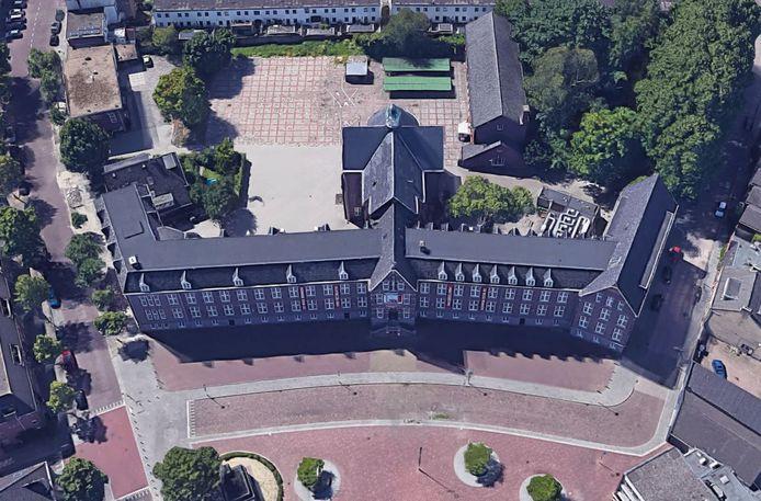 De oude kweekschool van bovenaf gezien
