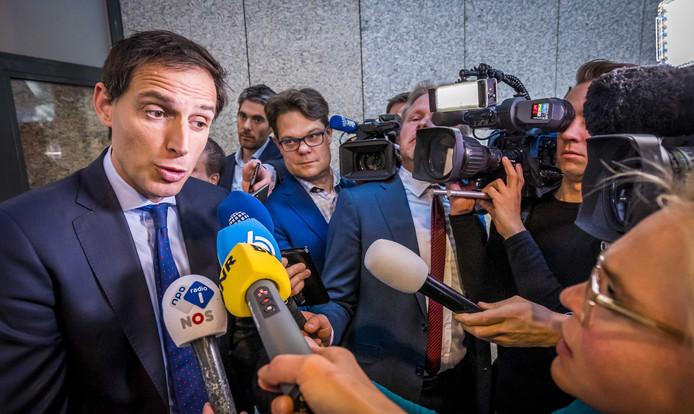 Minister Wopke Hoekstra (Financiën) overhandigde vanmorgen het Financieel Jaarverslag van het Rijk 2018 en het Rijksjaarverslag 2018 aan de voorzitter van de Tweede Kamer