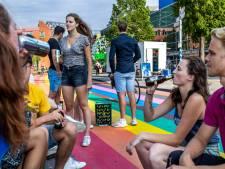 Studenten balen van sobere introweken en gaan uit kratzitten: bierdrinken op het regenboogfietspad