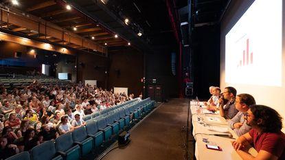 Debat dompelt studenten onder in politiek