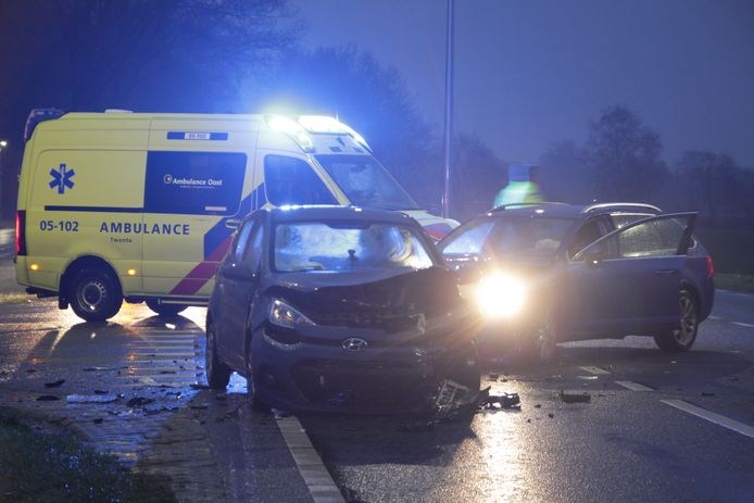 Het ongeluk gebeurde op de kruising van de Zanddijk met de N350.