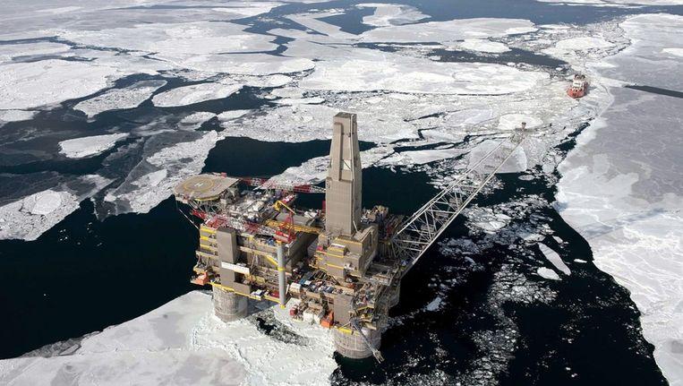 Een Russisch olie-en gasboorplatform in de Zee van Ochotsk. Foto ongedateerd. Beeld epa
