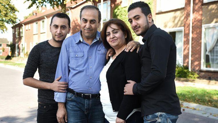 De familie Sheikho in Ulft. Vanaf links: Sherzad, Hanif, Najah en Mohamad. Beeld Marcel van den Bergh