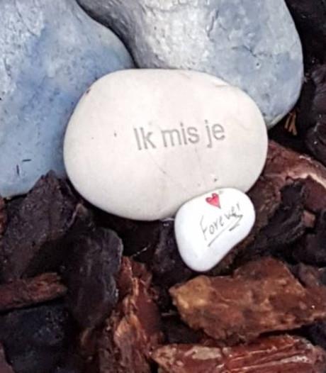 Van kindergraf in Nijmegen verdwenen gedenkstenen weer terecht