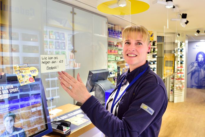 Irena Becker van de Primera aan de Markt in Gouda zit te springen om briefjes van 5.