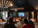 In Bar Fernand in Torhout werd op groot scherm gekeken.